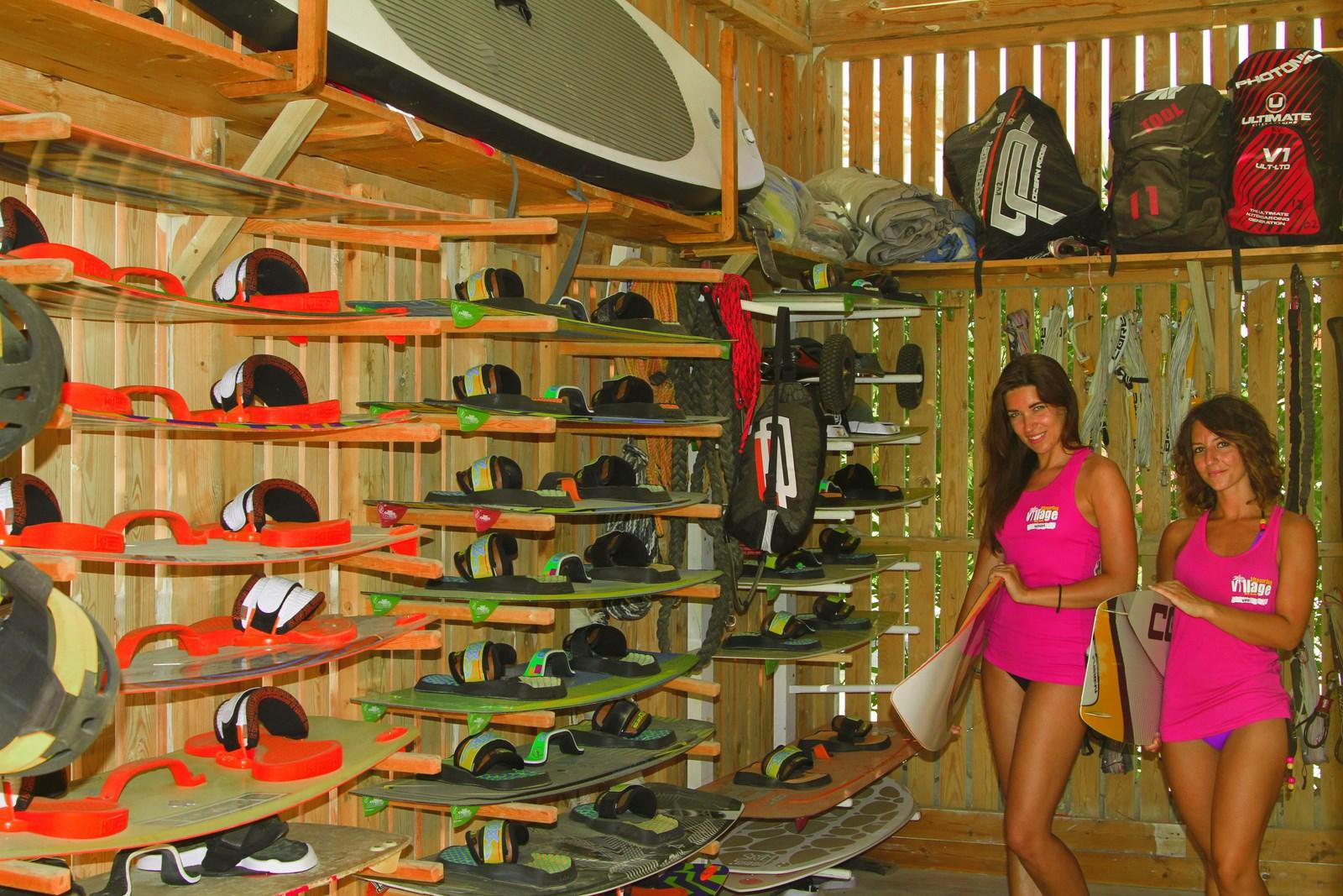 Oltre 30 tavole e 30 kite sempre nuovi e disponibili al kitesurfing village
